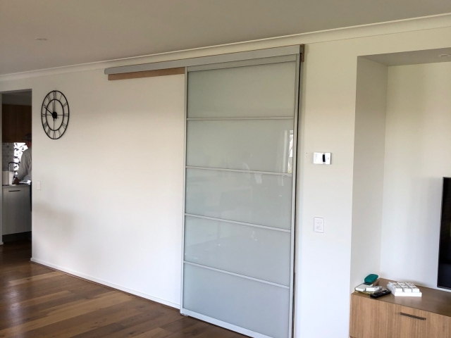 Single Face Wall - Natural Anodised Aluminium Hardware With Opaque Glass Inserts